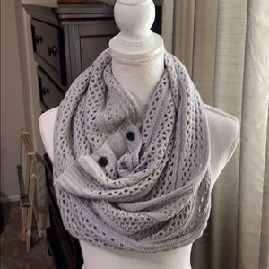 Grace &Lace gray knit infinity scarf. EUC